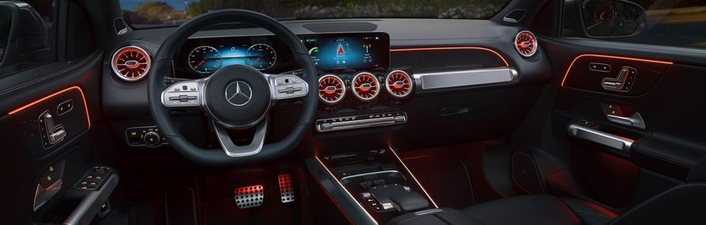 dash display of the 2021 GLB-class illuminated in red