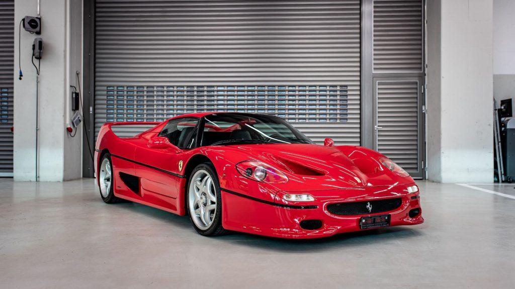 Sebastian Vettel 1996 Ferrari F50 in fancy garage