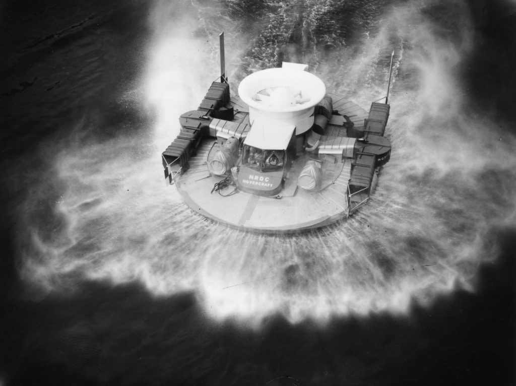 A black-and-white photo of the 1959 Saunders Roe SRN1 experimental hovercraft moving on the Thames