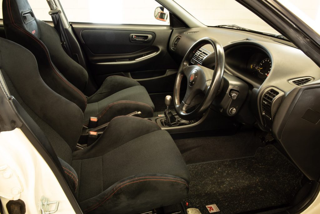 A front seat interior shot of the 1995 Honda Integra Type R sedan (DB8)