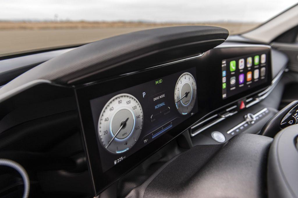 2021 Hyundai Elantra 10.25-inch gauge displays
