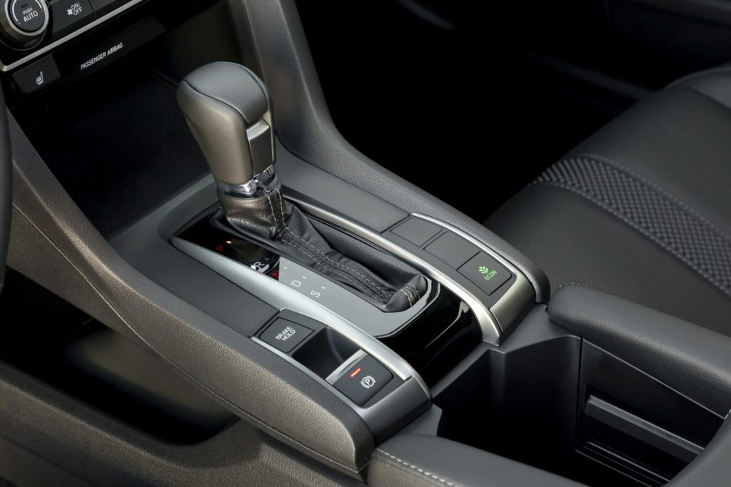 A shot of the automatic gear shifter in the 2021 Honda Civic Hatchback Sport Touring