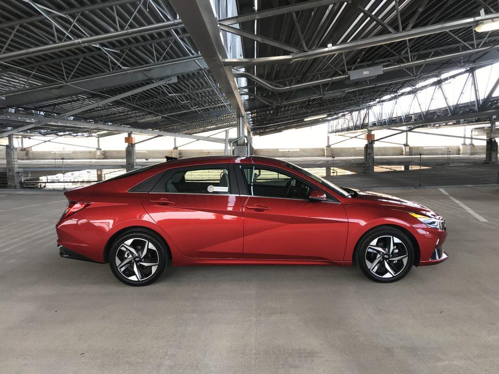 2021 Hyundai Elantra Limited side shot