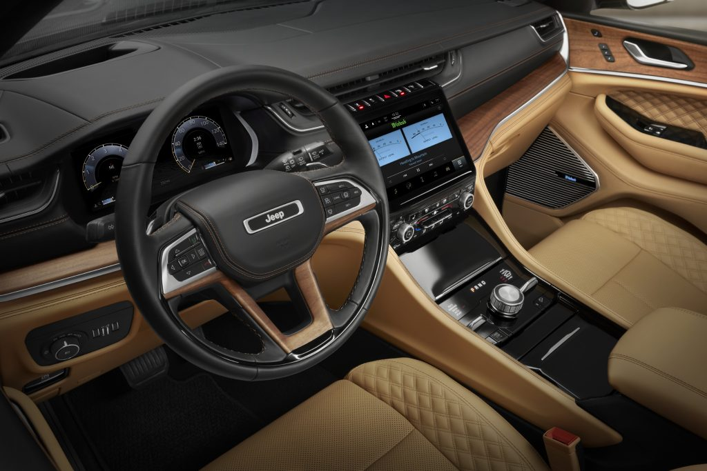 A look at the luxurious interior of the 2021 Jeep Grand Cherokee L Summit Reserve