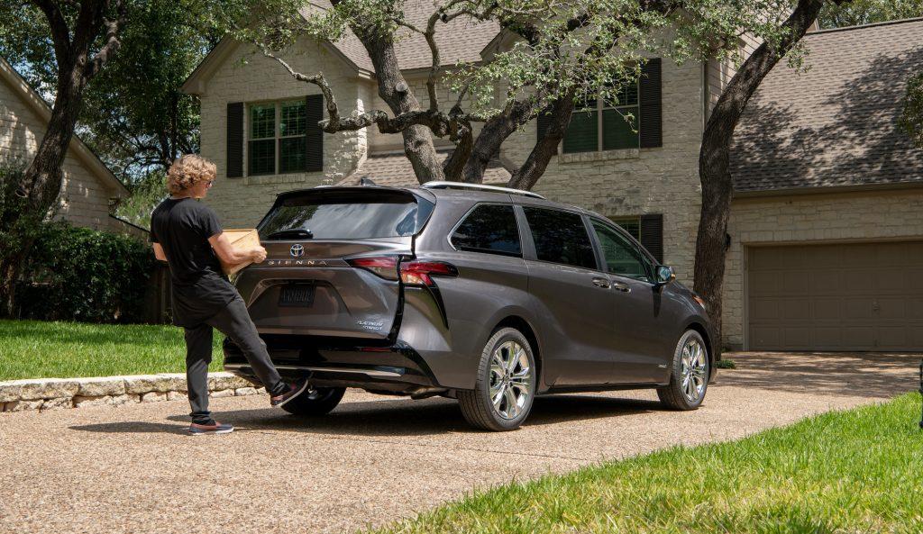2021 Toyota Sienna hands-free cargo tailgate