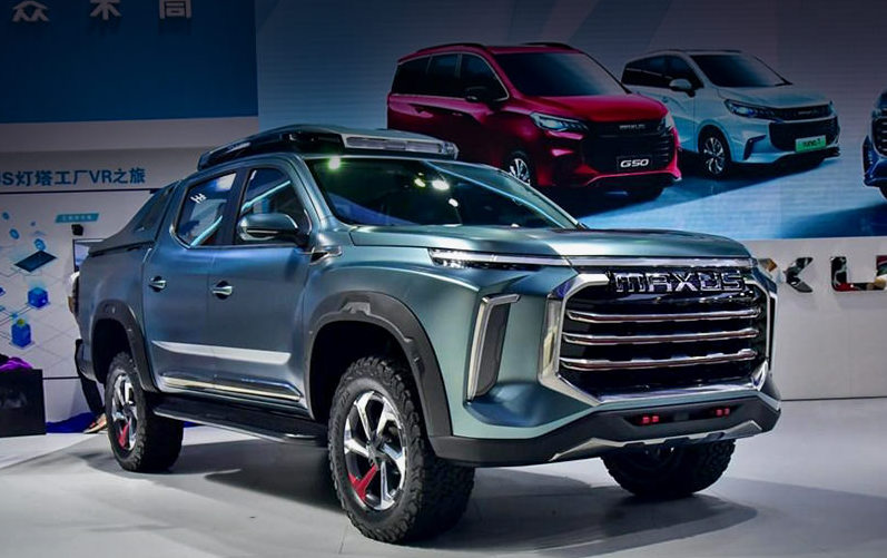 2022 SAIC Maxus pickup truck front 3/4 view in blue