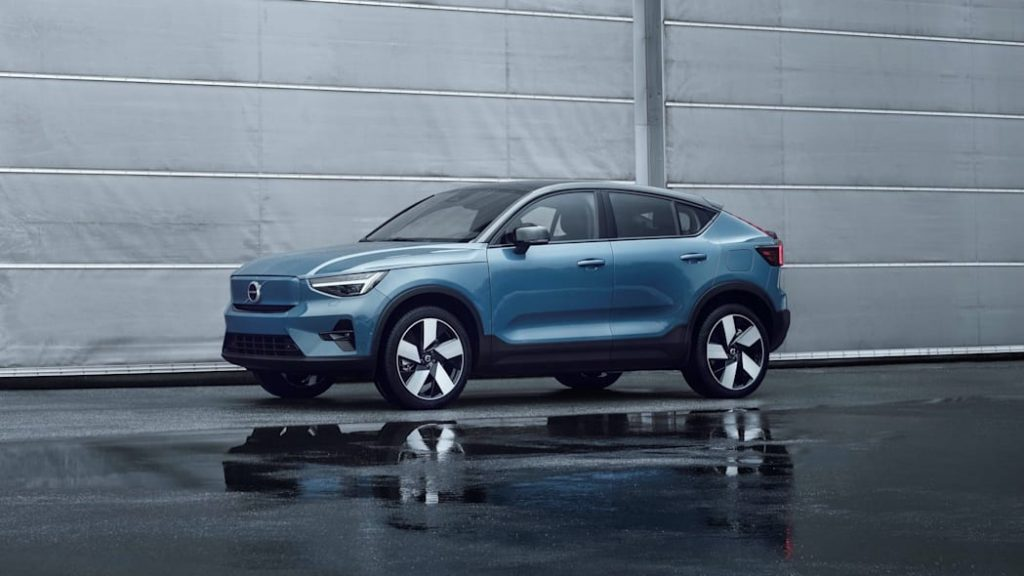 2022 Volvo C4 Recharge front 3/4 view2