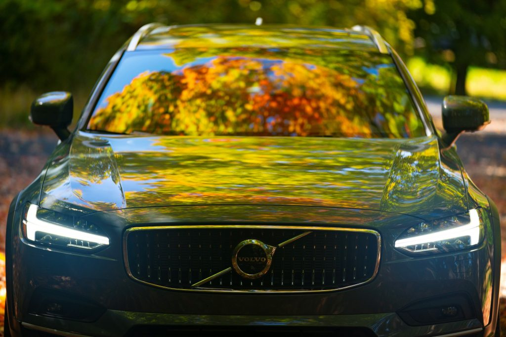 close up of the front of the 2021 Volvo V90