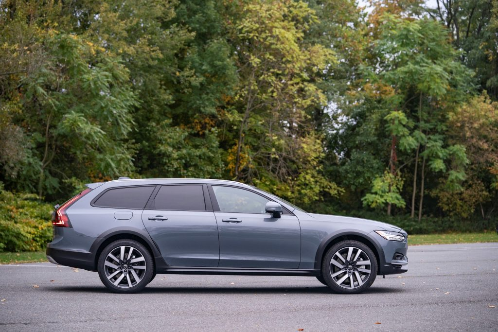 grey 2021 Volvo V90 Cross Country could be a great SUV alternative