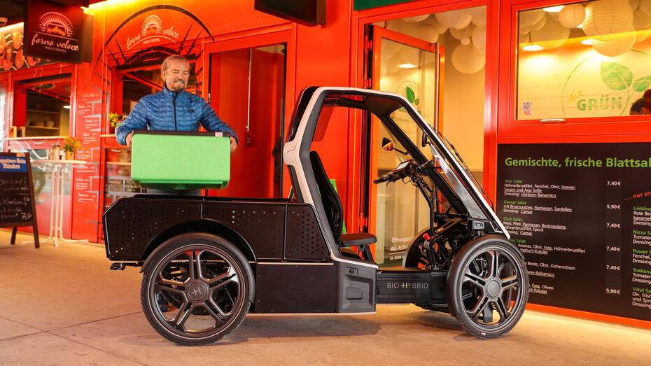 Bio-Hybrid delivery vehicle can park at commercial entrances