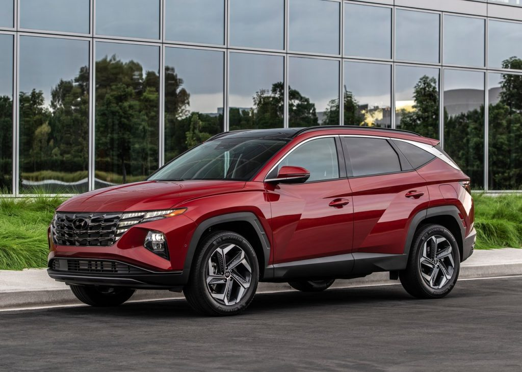 An image of a 2022 Hyundai Tucson parked outdoors.