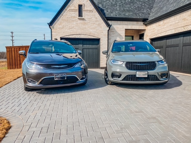 a 2020 and 2021 Chrysler Pacifica model side by side in a driveway