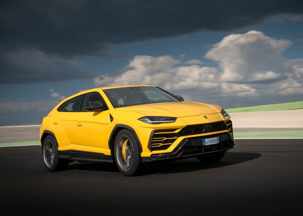 An image of a Lamborghini Urus outdoors.