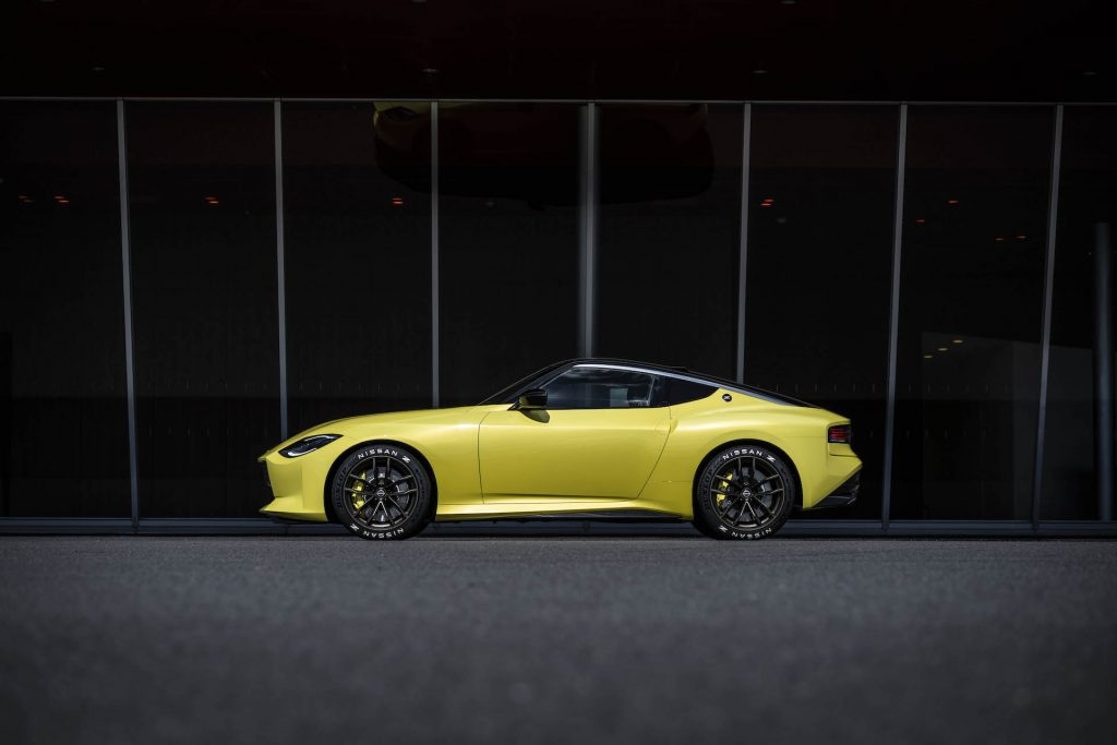 An image of a Nissan 400Z parked outside.
