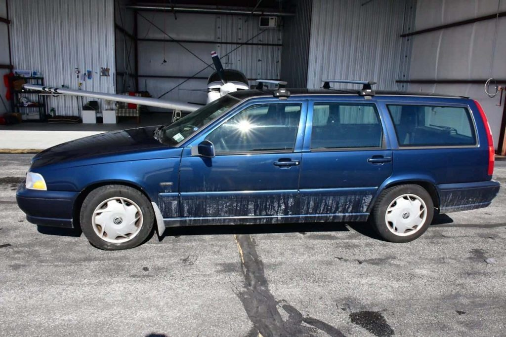 """This blue Volvo station wagon is the most expensive volvo ever due to its """"New York"""" vanity plate"""