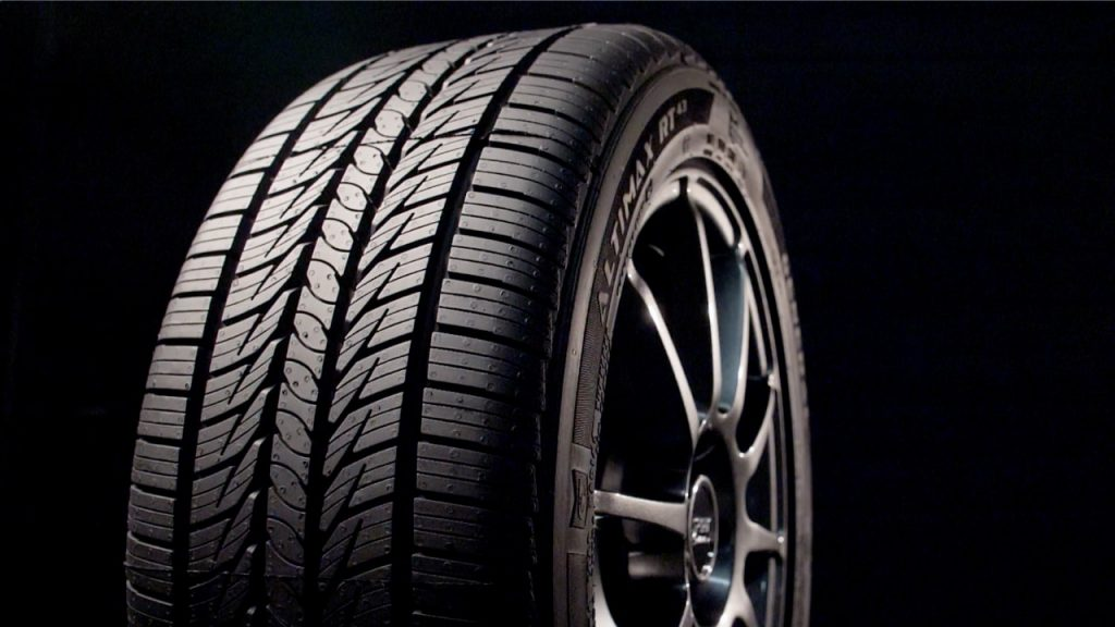 a press photo of the general altimax rt43 tire