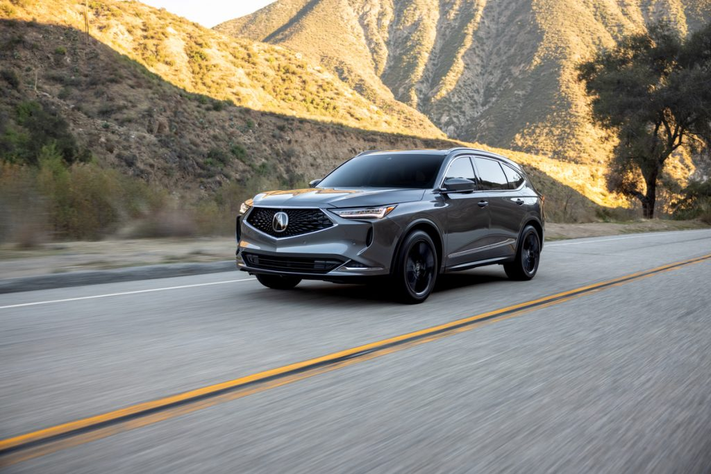 a front shot of the 2022 Acura MDX Advance