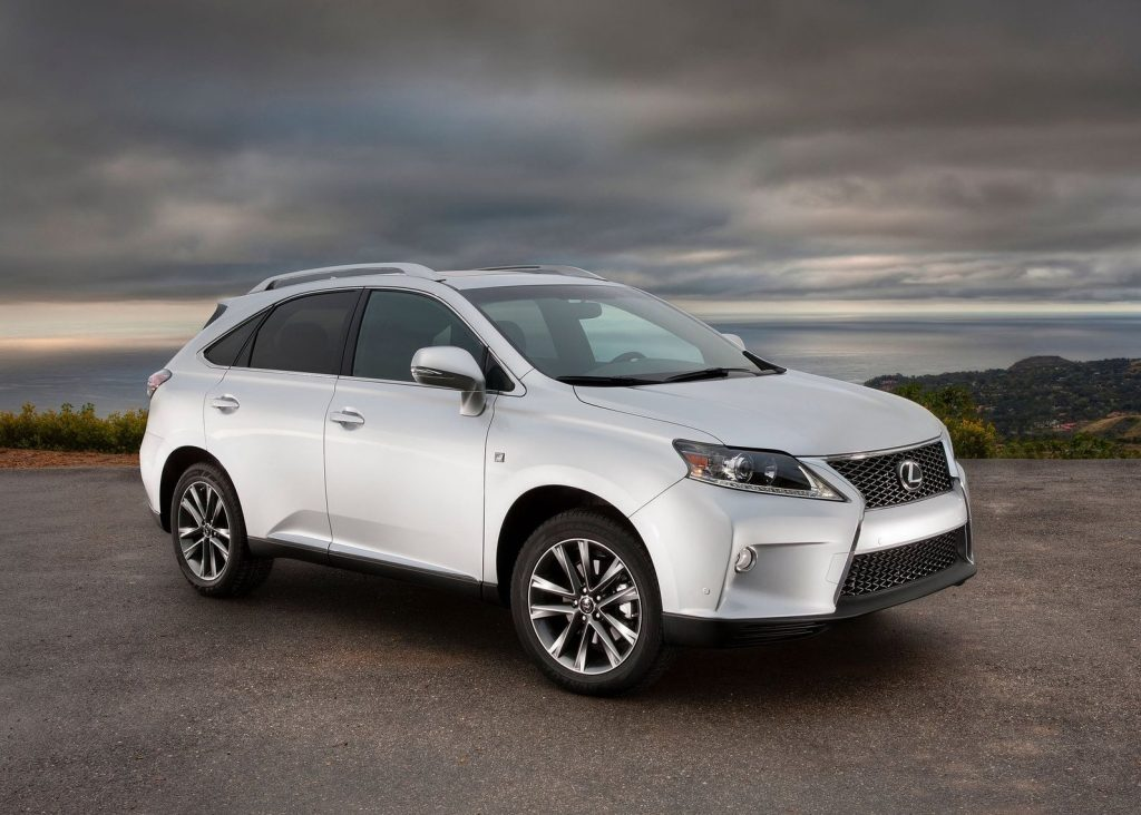 a front shot of a white 2014 Lexus RX 350