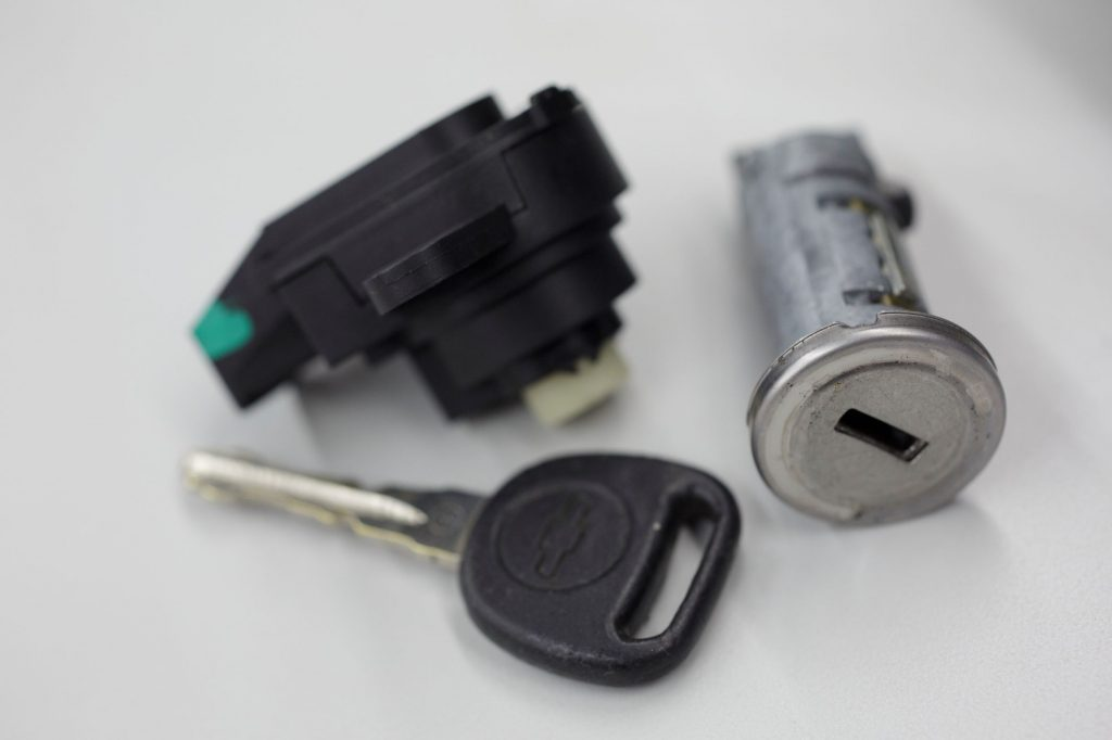 A recalled Chevrolet Cobalt ignition switch and key