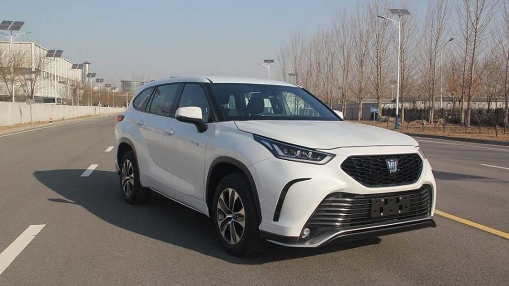 2021 Toyota Crown Kluger parked in a parking lot
