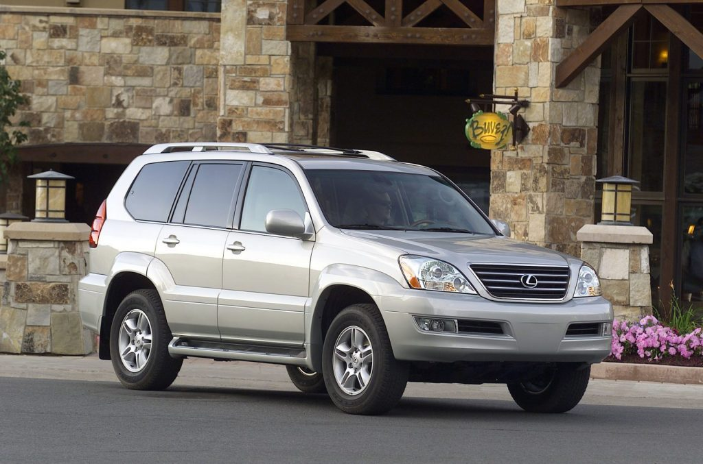 2007 Lexus GX 470 parked in front of a store
