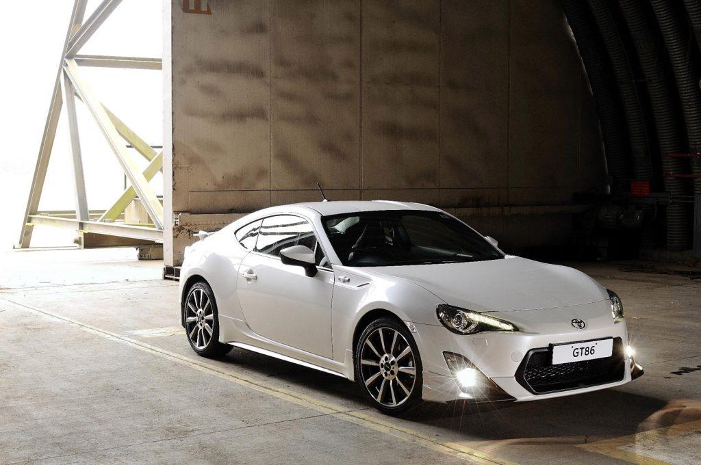 2013 Toyota 86 white