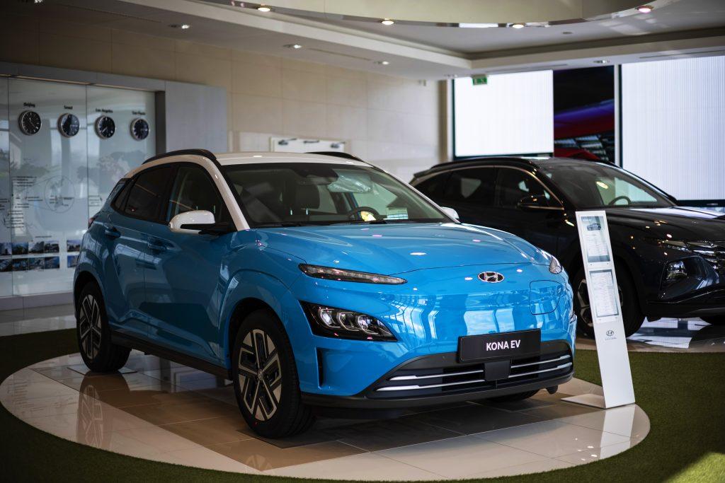 A blue 2021 Hyundai Kona EV