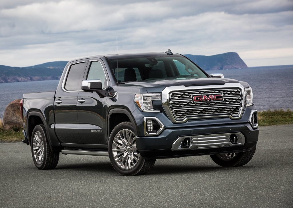 An image of a 2021 GMC Sierra parked outside.