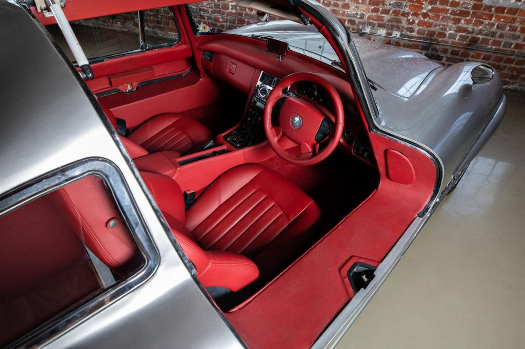 Gullwing tribute from 2001 Mercedes SLK AMG interior