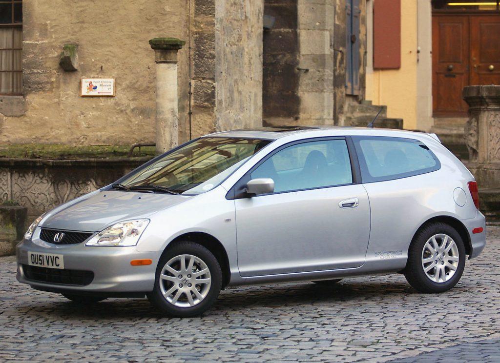 2002 Honda Civic Si https://www.motorbiscuit.com/5-ways-prevent-thieves-stealing-catalytic-converter/