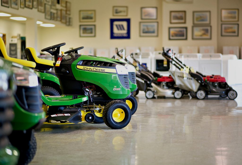 Riding lawn mowers on display, riding lawn mowers are among the most common types of lawn mowers and are the best lawnmowers for big yards
