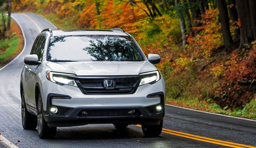 The 2021 Honda Pilot driving down a curvy road