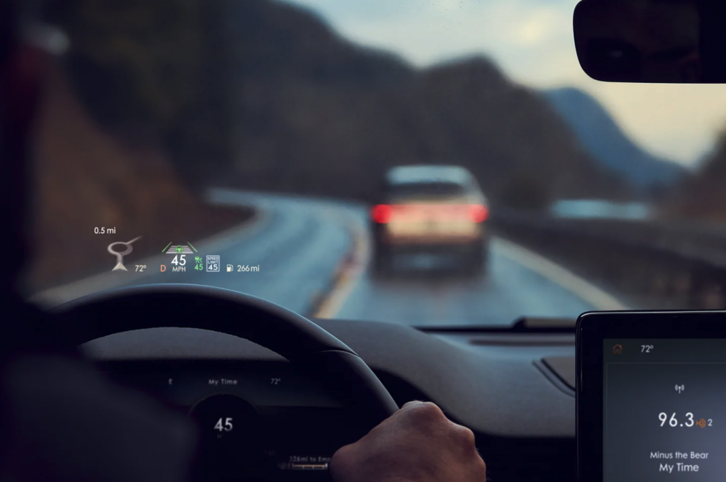 The 2021 Lincoln Aviator Head-Up Display showing travel speed, fuel, and more