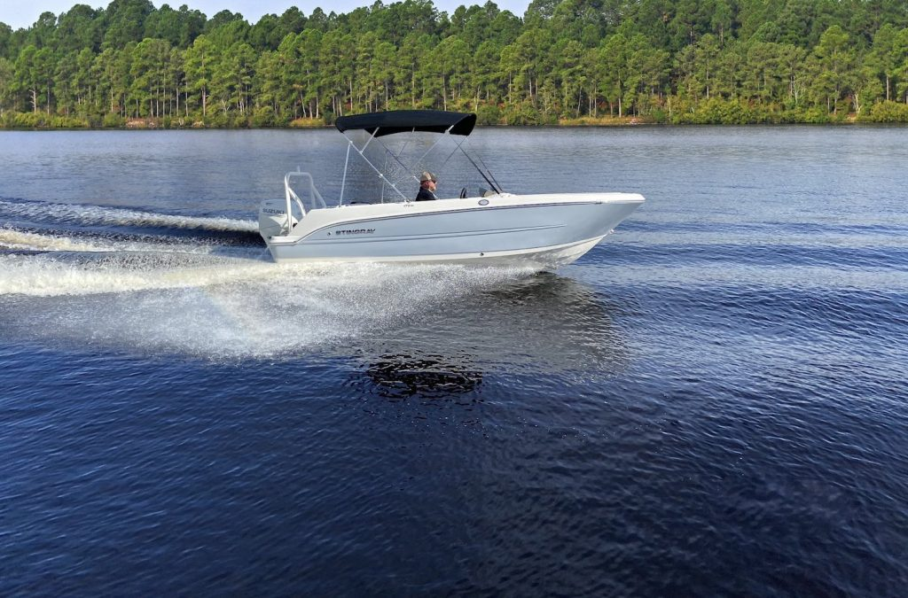 A Stingray 172SC on the water