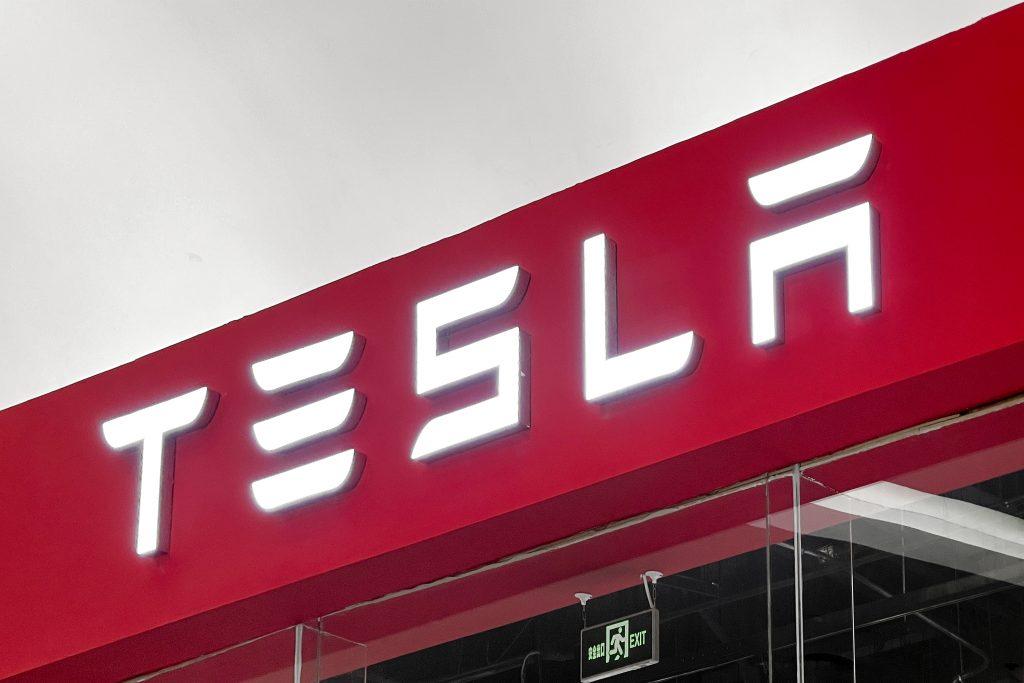 A red Tesla sign.
