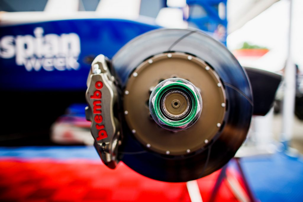 The green wheel nut and Brembo brake disc on a blue Formula GP3 car