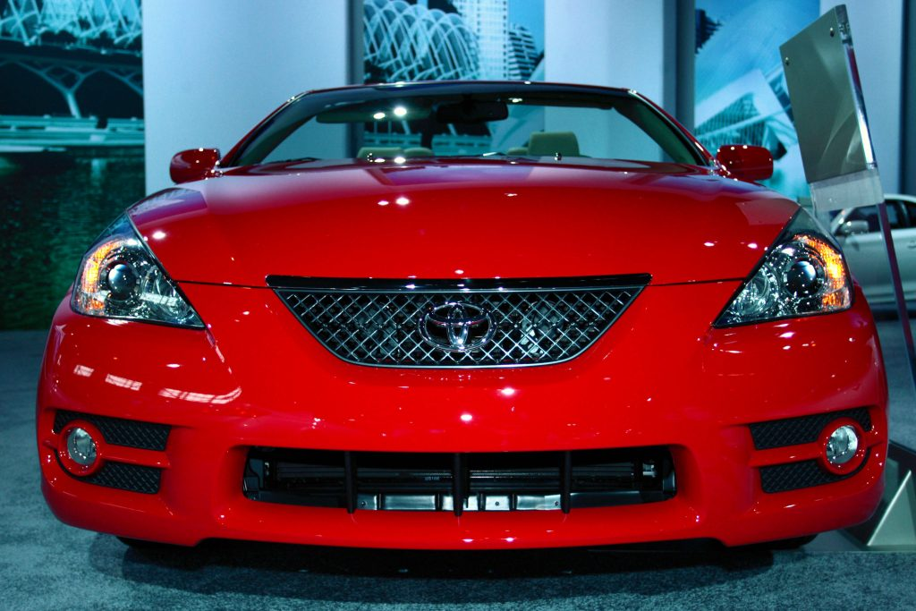 For '09 the red Toyota Camry Solara Convertible returns with all its top-down pleasure, but the Coupe has passed into history.