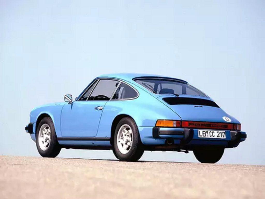 The rear 3/4 view of a blue 1974 Porsche 911 S