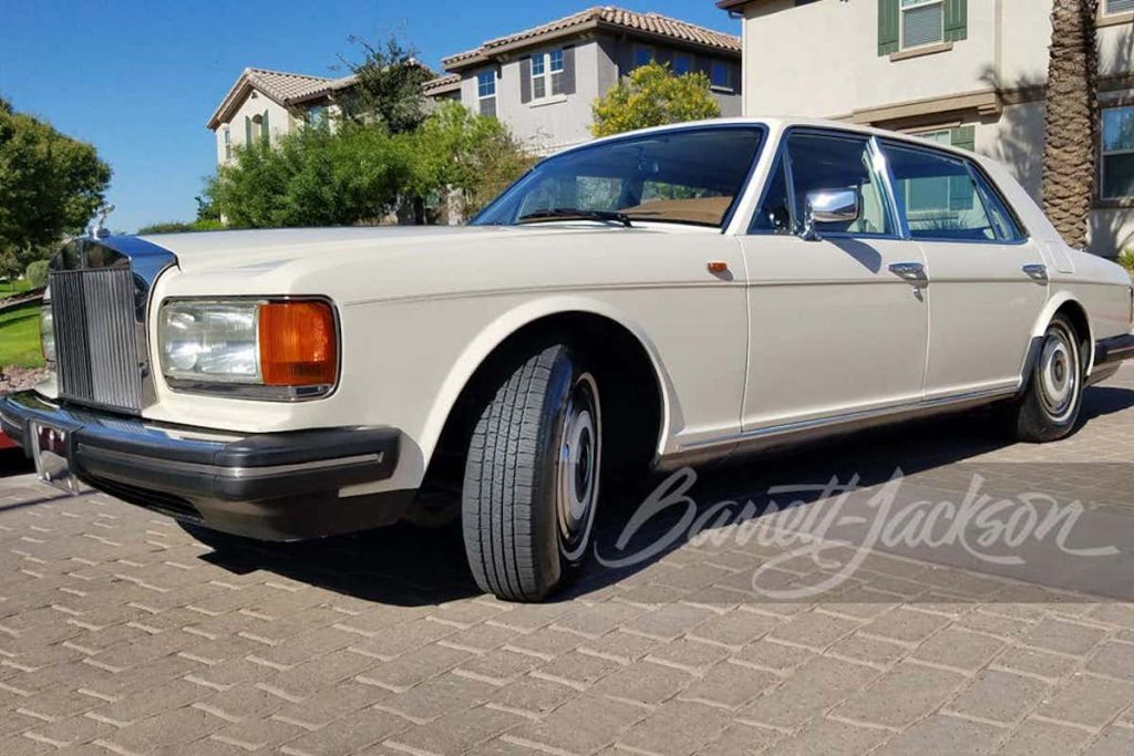 1989 Rolls-Royce Silver spur in profile parked in front of a house