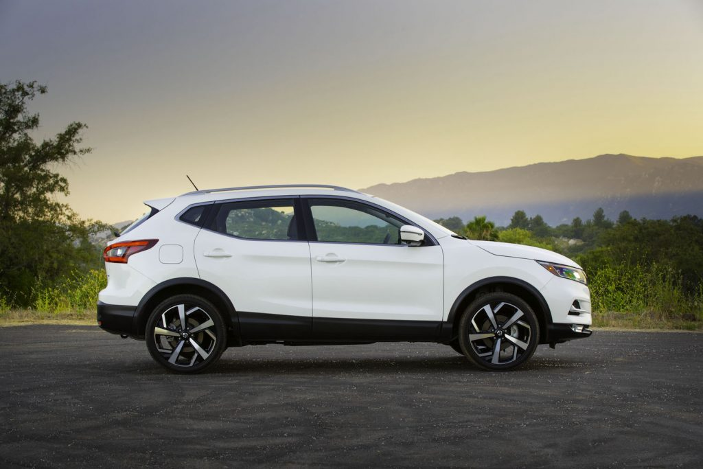 2021 Rogue sport in white