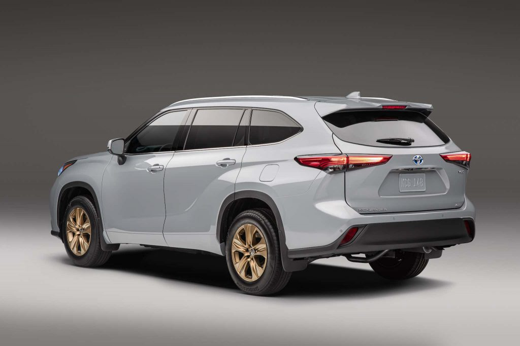 the back end of the 2022 Toyota highlander Bronze Edition