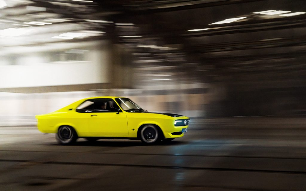 The highlighter yellow Manta GSe in profile at speed
