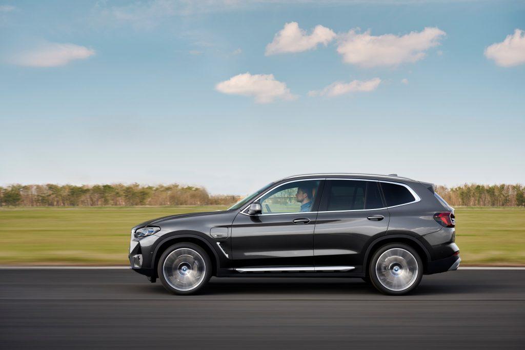 2021 BMW X3 side