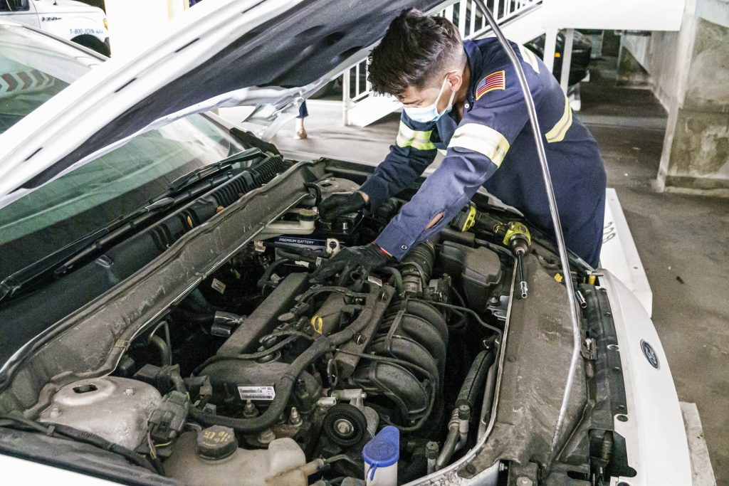 independent car repair shop service technician