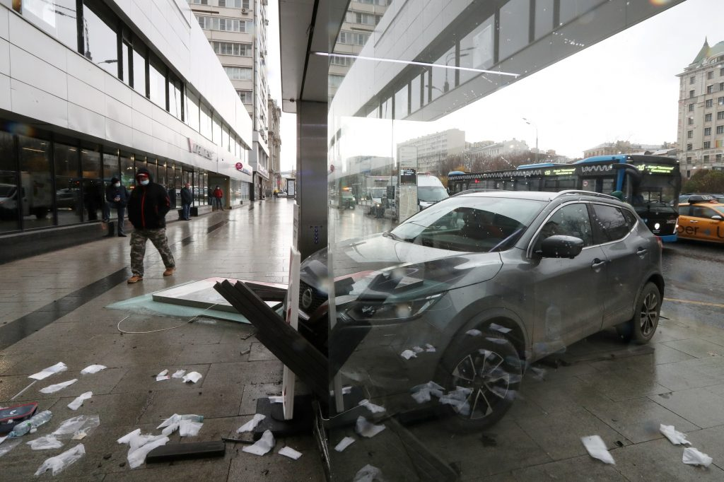 A minor fender bender like this Nissan that tapped a wall in Russia can result in a rebuilt title