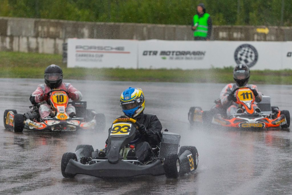 Several kart racers driving around the wet track at the 2020 Prince Carl Philip Racing Trophy at GTR Motorpark in Eskilstuna, Sweden