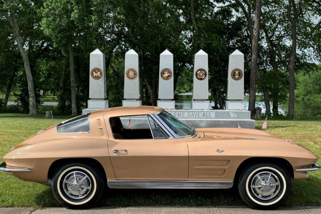 Last 1963 split-window Corvette produced side view