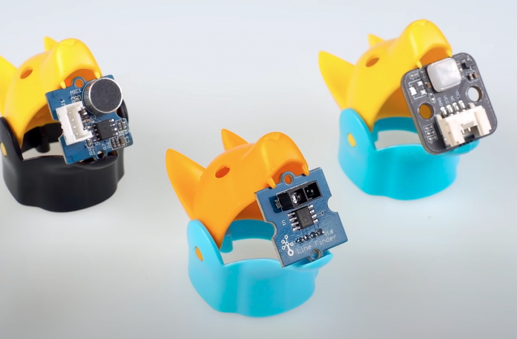 Bittle heads with control circuits clipped into its jaws