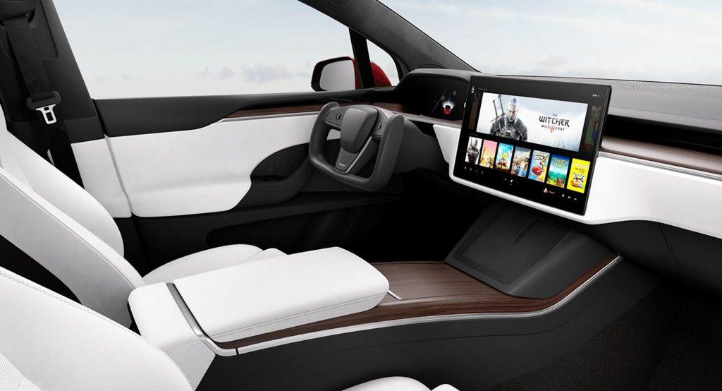 The new Tesla steering yoke