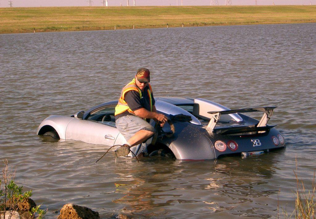 2006 Bugatti Veyron in water